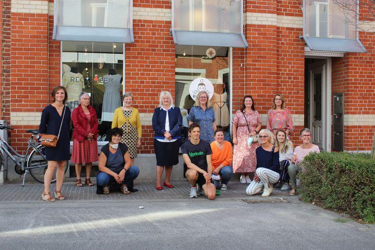 'RecyKleer' is de eerste tweedehandswinkel in Lennik. Een tiental vrijwilligers zullen de winkel draaiende houden.