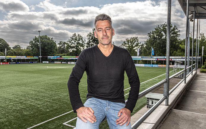 Robert Schraag is sinds anderhalf jaar verenigingsmanager bij vv Berkum in Zwolle, een betaalde fulltime baan.