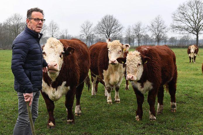 Leo Blom is werkzaam als vrijwilliger voor de Stichting Zorg voor Boer & Tuinder. Hij praat met boeren en tuinders als ze in een moeilijke situatie zitten.