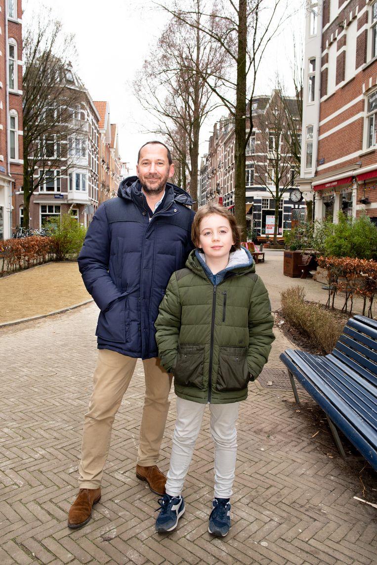 Dirk Holzapfel-Koudstaal en stiefzoon Jim Kooiman. Beeld Marjolein van Damme