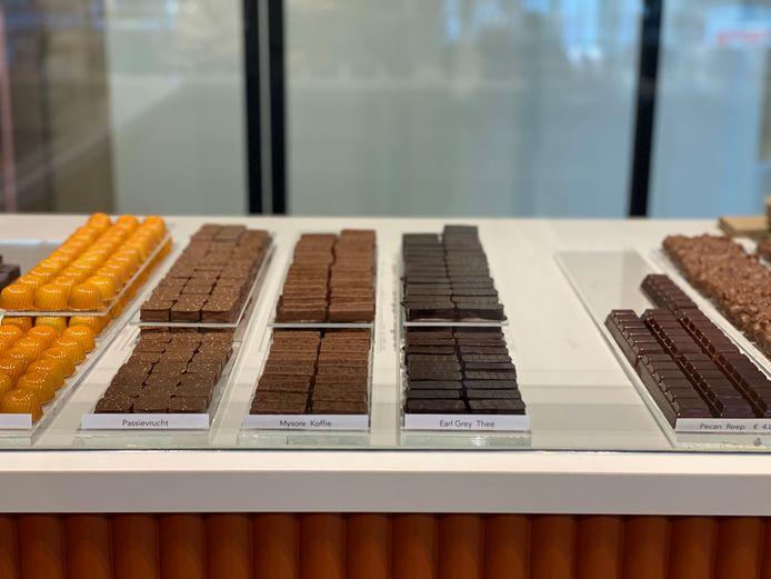 Géén klassieke pralines in de toonbank: wel chocolade met pakweg passievrucht of Earl Grey-thee