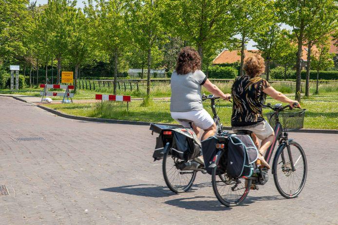 gedeelte van het fietspad op de Postweg in Lewedorp is als proef afgesloten; lewedorp; 2021;