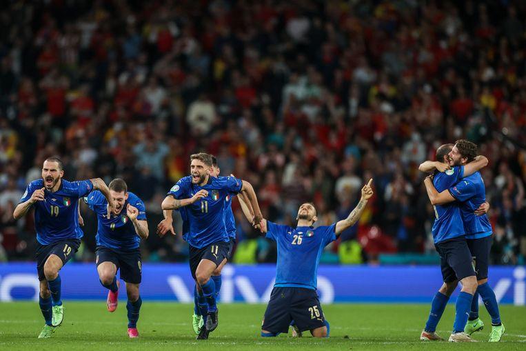 Ontlading bij Italiaanse spelers na de winst op Spanje in de halve finale van het EK voetbal. Beeld Carl Recine/AP