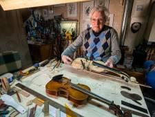John (86) bouwt violen: 'In mijn mancave leef ik in een heel andere wereld'