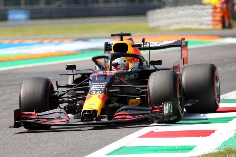 Max Verstappen tijdens de eerste training op het circuit van Monza. Met de vijfde tijd in de training heeft de Nederlandse coureur weinig hoop op een podiumplaats. Beeld EPA