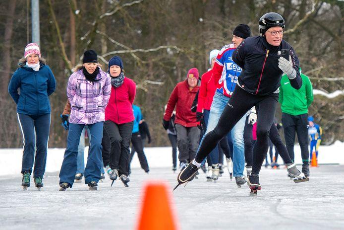 De natuurijsbaan op sportpark 't Cranevelt was woensdag voor het eerst open. Maar moest in de loop van de middag wel weer sluiten.