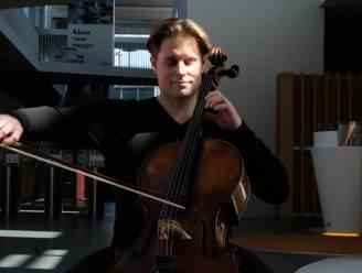"""Cellist brengt eerbetoon aan hoofdkantoor Telenet: """"Anders kloppend hart, nu doods"""""""