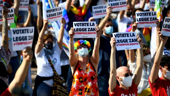 """Le Sénat italien bloque une loi contre l'homophobie par peur de """"propagande homosexuelle"""""""