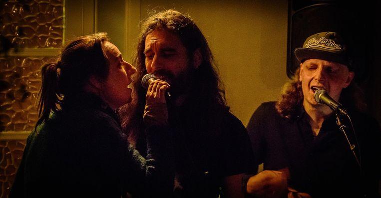 Michiel en N2 Music spelen zaterdagavond samen in café Het Mysterie.
