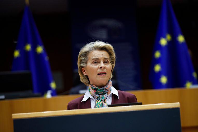 Voorzitter Ursula von der Leyen van de Europese Commissie, maandag in het Europees Parlement in Brussel.  Beeld EPA