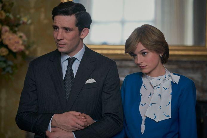 Josh O'Connor en Emma Corrin als prins Charles en prinses Diana in het vierde seizoen van 'The Crown'.