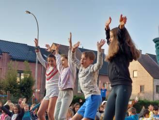 Ochtendgymnastiek! 4.300 kinderen trappen Week van de Sport af met aerobics
