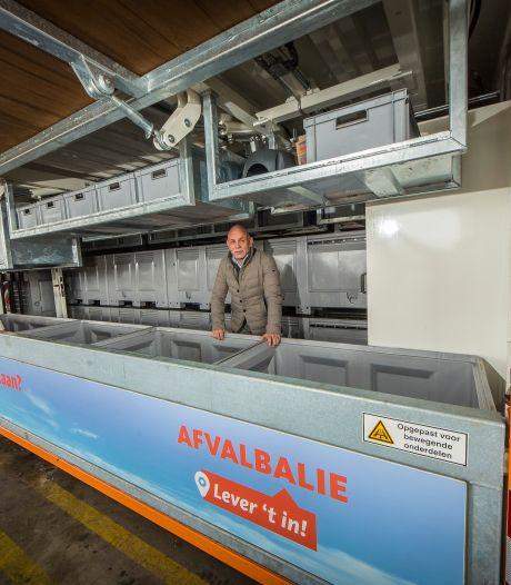 Met z'n allen naar de afvalbalie van KTK uit Almelo: 'Dit kan de rommel rond containers flink verminderen'