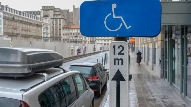 Vrijspraak voor koppel dat 5 jaar parkeerde met invalidenkaart overleden vader