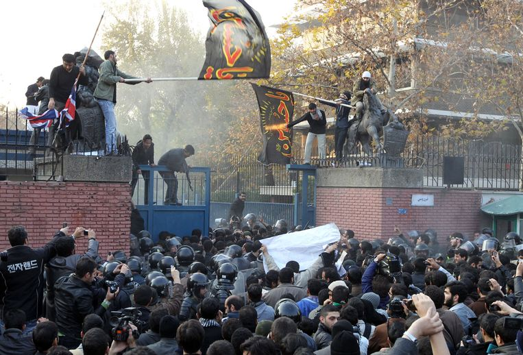 De bestorming van de ambassade in 2011. Beeld anp