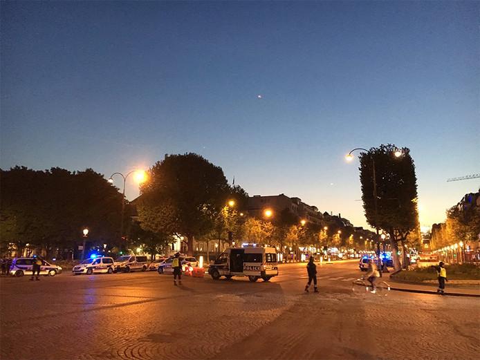 Grote politie-inzet op de Champs-Élysées in Parijs
