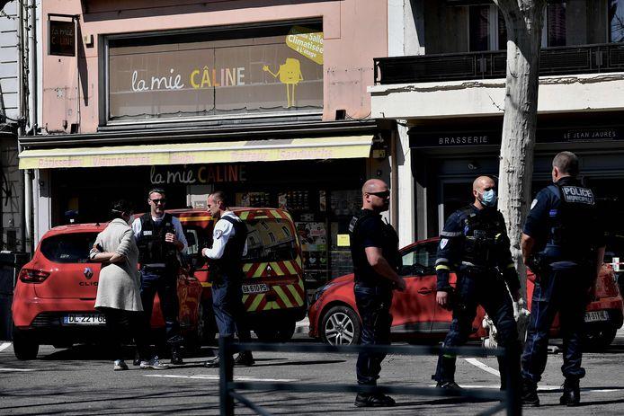 """""""Julien était devant la boulangerie, il a juste eu le temps de se jeter devant son fils pour le protéger et a été tué"""""""