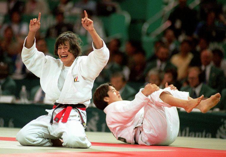 Op 21 juli 1996 versloeg judoka Ulla Werbrouck de Japanse Yoko Tanabe op de Olympische Spelen in Atlanta en behaalde zo de gouden medaille. Beeld AP
