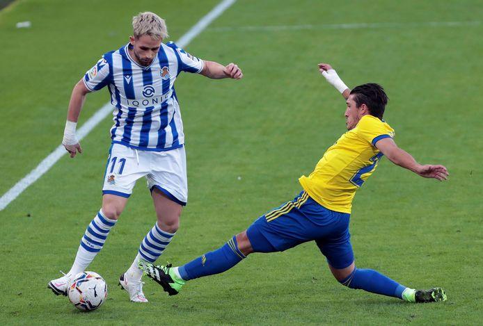 Januzaj heeft Cadiz-verdediger Luis Alberto 'Pacha' Espino voor zich.