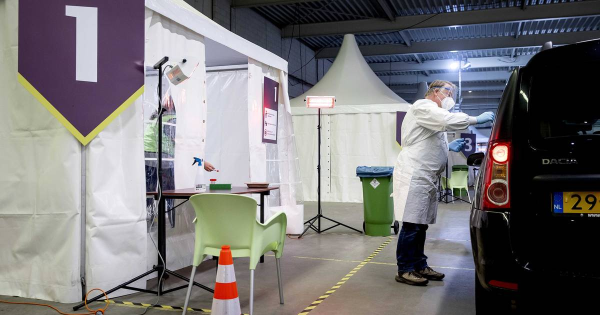 LIVE | Aantal patiënten in ziekenhuis vandaag toegenomen, De Jonge: Kabinet werkt aan coronapaspoort - AD.nl