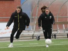 Ambachtse broer Ramon (19) en zus Vivian (15) hebben dezelfde droom: 'Spelen voor Feyenoord 1'