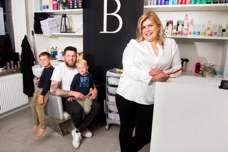 Christoff met zijn twee kinderen, en Ellen. Beeld Florian Van Eenoo Photo News
