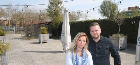 Groot tuinterras van café Barron in Valkenswaard blijft dicht: 'Als wij opengaan, krijgen we een kudde stieren op ons af'