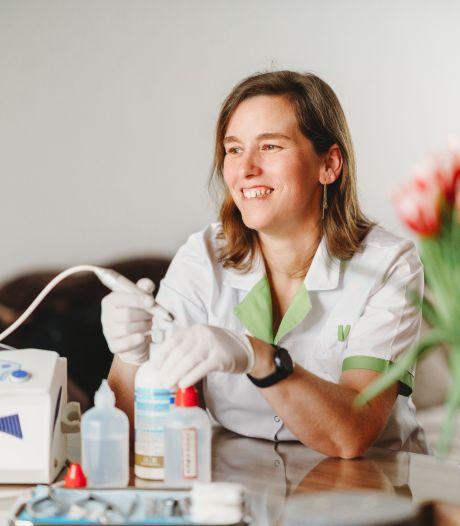 """Katia tracht alle ondernemers in Merelbeke in beeld te brengen: """"Een extra stimulans om lokaal te shoppen"""""""