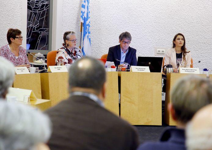 Gedeputeerde Anne-Marie Spierings kondigde in 2016 in de gemeenteraad aan dat Haaren vaart moet maken met de gemeentelijke herindeling.