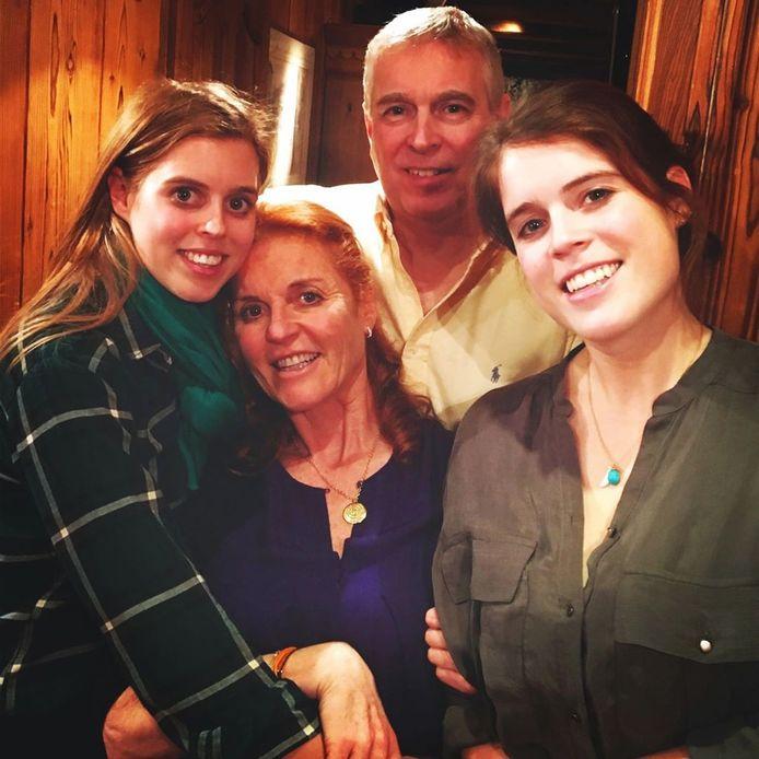 Sarah Ferguson, prins Andrew en hun dochters.