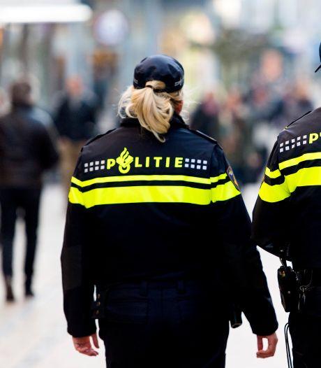 Jongeren scheuren rakelings langs winkelend publiek in Papendrecht