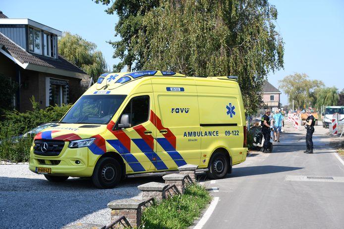 De gewonde man is door ambulancepersoneel behandeld aan zijn verwondingen.