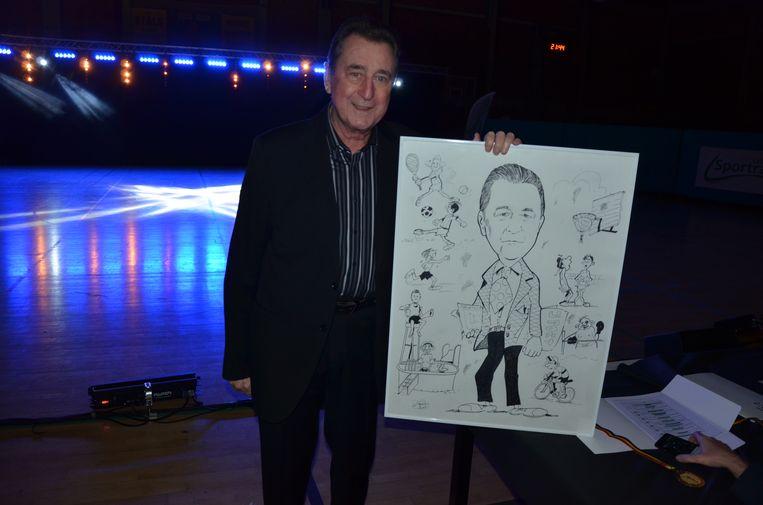 Jerome Van Doorslaer kreeg een karikatuur van zichzelf cadeau, van de hand van Jean Van Riet.