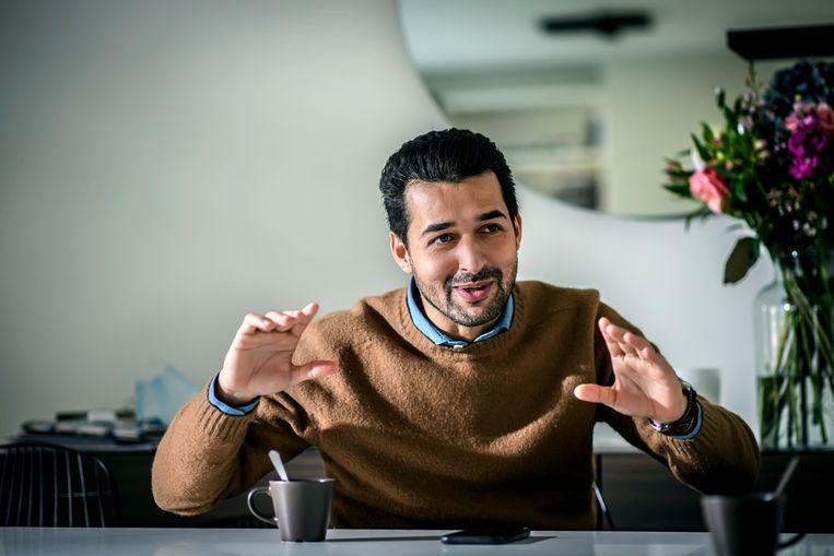 Mo Messoudi: 'Bij Beerschot moet een resultaat op een mooie manier tot stand komen. Op Antwerp is alles goed, zolang je maar inzet toont. Het is een Engelse club, Beerschot is zuiders.' Beeld Geert Van de Velde