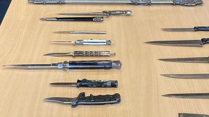 Met de campagne 'Drop je knife en doe wat met je life' kunnen jongeren anoniem en straffeloos wapens in leveren bij politiebureau Uden en Oss