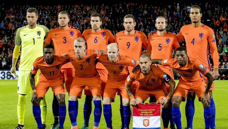 Het Nederlands elftal voor aanvang van de WK-kwalificatie Nederland - Wit-Rusland. Beeld ANP
