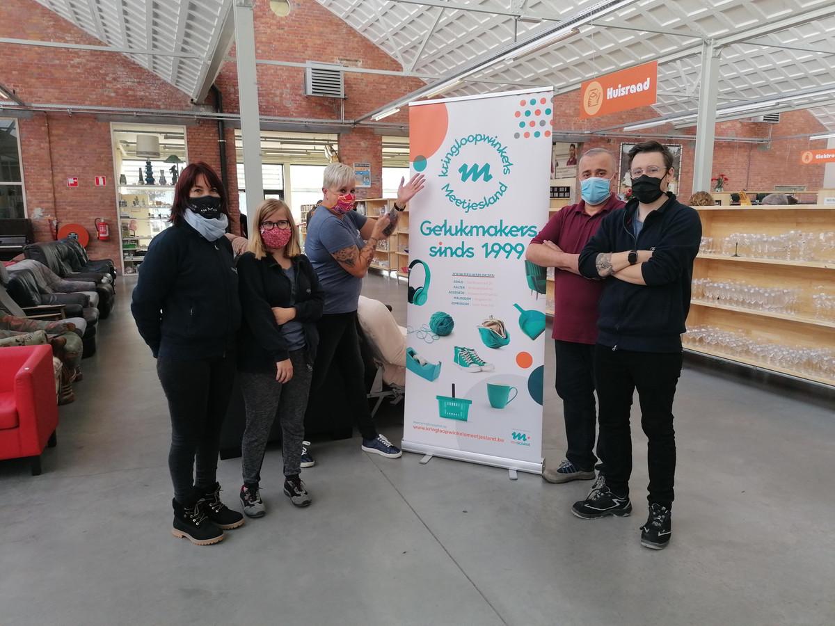 Een deel van het team van Kringloopwinkel Eeklo.
