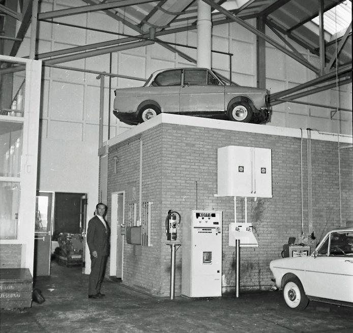 Een Dafje op het dak van een kantoortje in een garage. Is de foto in Eindhoven gemaakt en waarom? Het ED zoekt naar antwoorden.