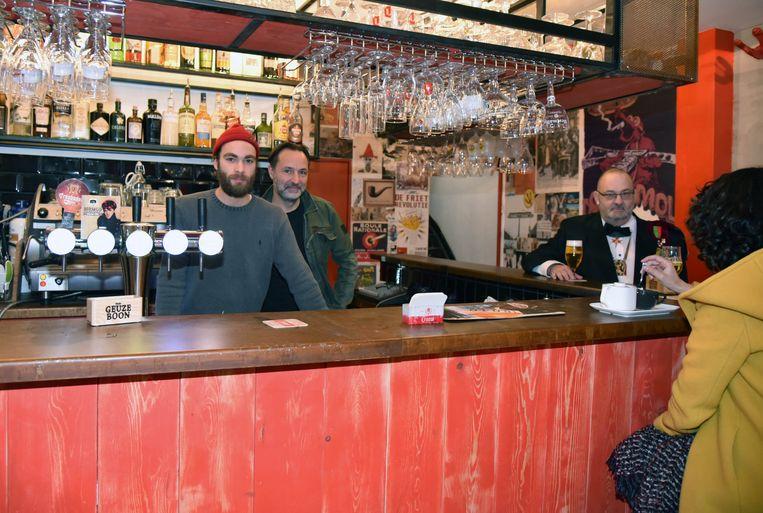 Cafe Dolle Mol terug open in de Spoormakersstraat Marc Gemoetsen zoon Simon Gemoets