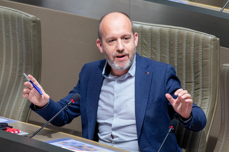 PVDA'er Tom De Meester vraagt dat de slachtoffers van de watersnood recht krijgen op 10 verlofdagen, die ze moeten opnemen binnen twee maanden na de ramp. Beeld BELGA