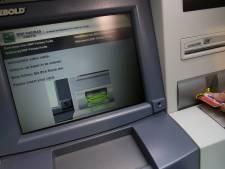 """Financité porte plainte contre les grandes banques belges: """"Le cash est un bien public"""""""