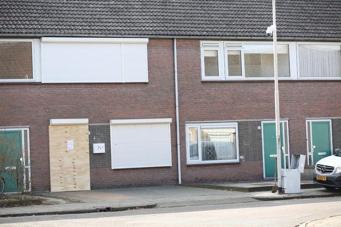 Het beschoten huis aan de Amethistdijk in Roosendaal