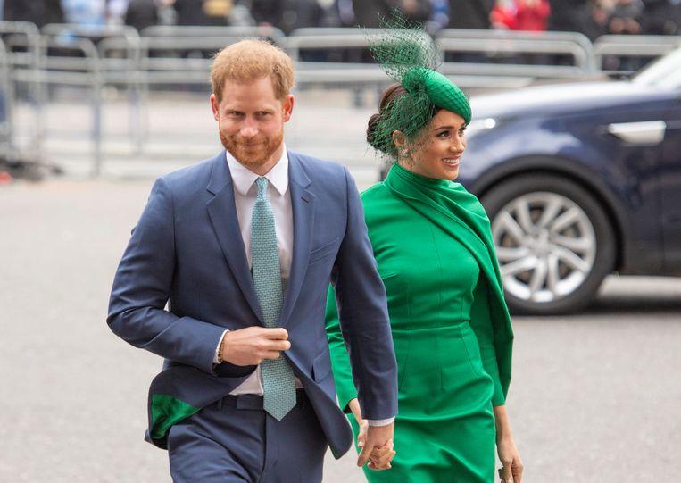 """Dat Harry en Meghan handjes vasthielden ondanks de maatregelen van de WHO vonden vele mensen smaakloos. Ook al was het vasthouden van handen wel toegestaan binnen gezinsverband. """"Ze hebben een voorbeeldfunctie."""""""