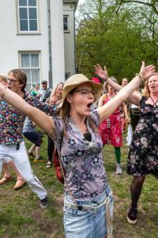 LIVE   EU prikt voor het eerst sneller dan VS en VK, muzikale anti-corona flashmob in Arnhem