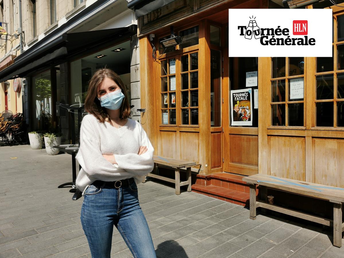 Nina Butera uit Sint-Pieters-Leeuw aan haar favoriete koffiebar in Halle.