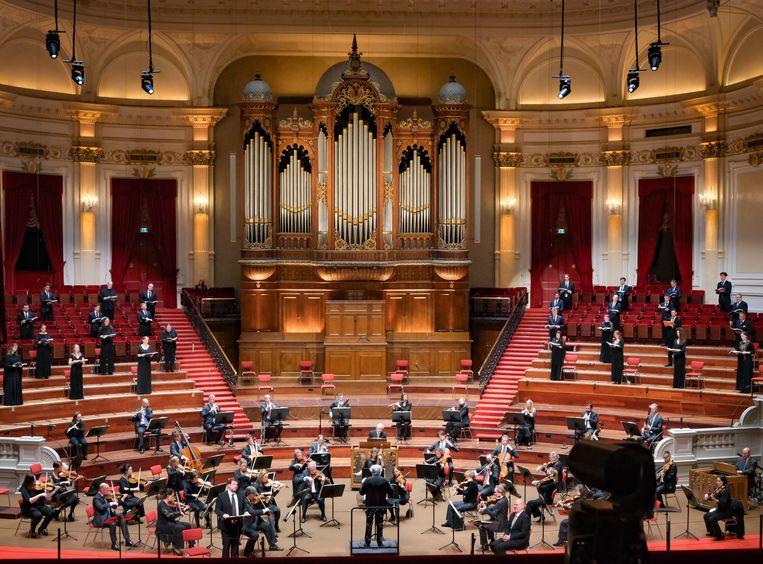 Het Concertgebouworkest repeteert de Matthäuspassion onder leiding van dirigent Philippe Herreweghe. Beeld Peter Tollenaar
