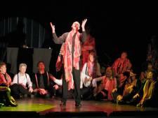 Spullen musicalkoor Music for All mogen wél blijven staan in schouwburg Theothorne