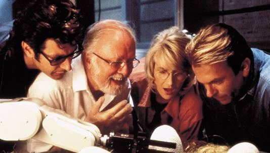 "Richard Attenborough dans ""Jurassic Park"", entouré de Jeff Goldblum, Laura Dern et Sam Neill."