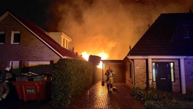 Felle brand in Oldenzaalse woonwijk, politie en omstanders wekken bewoners