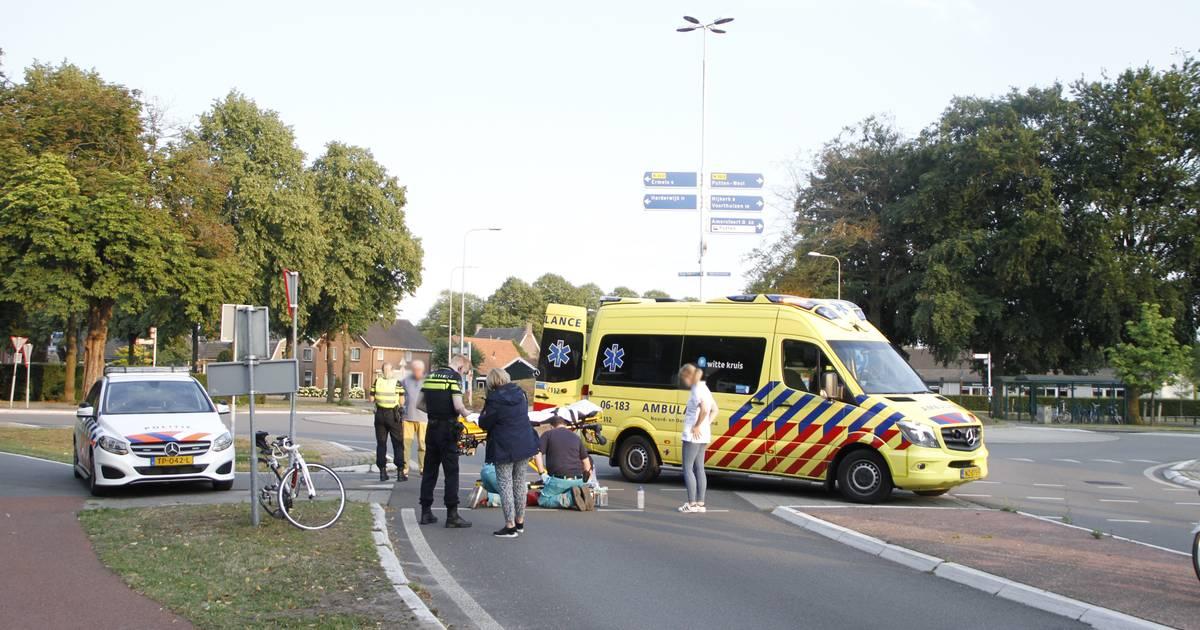 Wielrenster naar ziekenhuis na botsing met auto in Putten.